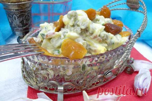 Салат с маринованными грибами, зеленым горошком и яйцами | CityWomanCafe.com