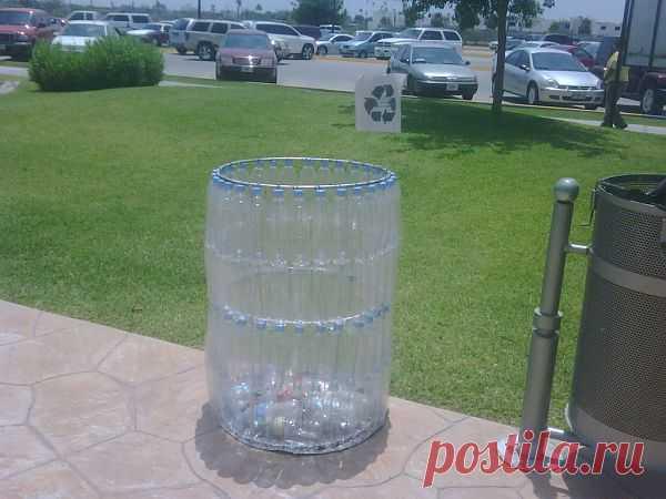 Баки для мусора из пластиковых бутылок.