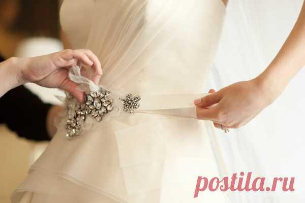 Пояс в качестве украшения свадебного платья - WeddyWood