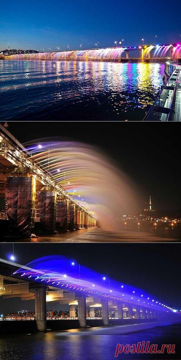 """Самый длинный мост-фонтан """"Лунная радуга""""."""