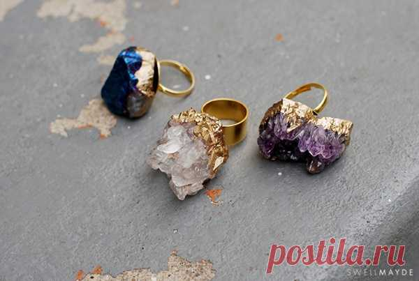 Ring with natural minerals