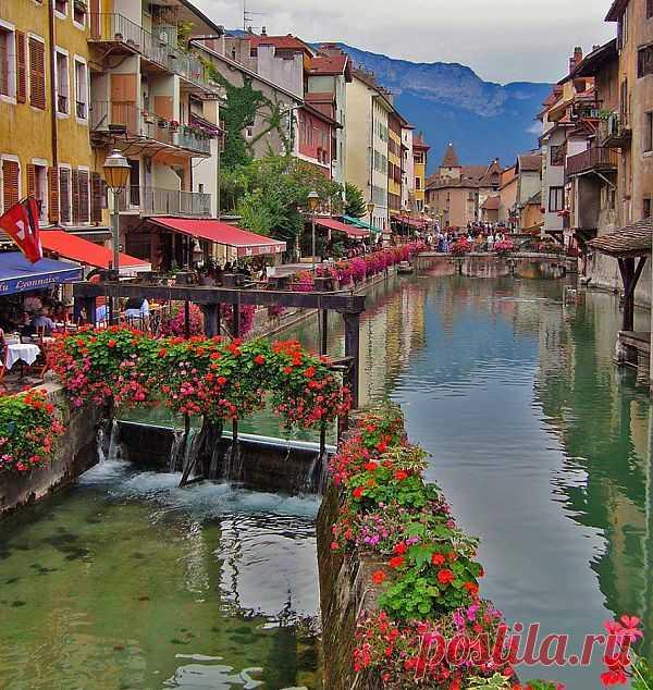 Франция: очаровательный Анси (Аннеси) http://s30087890855.mirtesen.ru/blog/43708910830