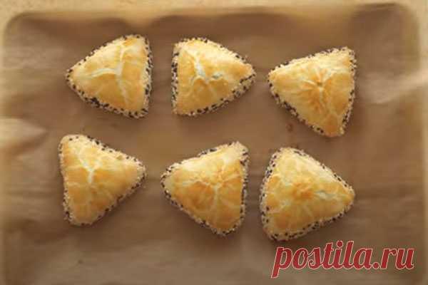 Пирожки турецкие на скорую руку. Много начинки и мало теста Простой рецепт вкусного теста для пирожков с самыми разными начинками. Идею рецепта подсмотрела на турецких кулинарных сайтах.