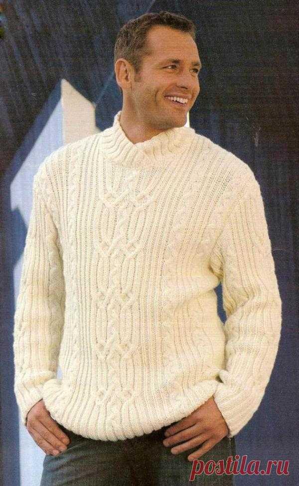 Пуловер цвета экрю.