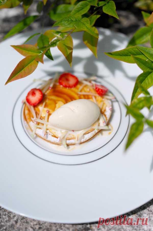 Теплый яблочный пирог с мороженым