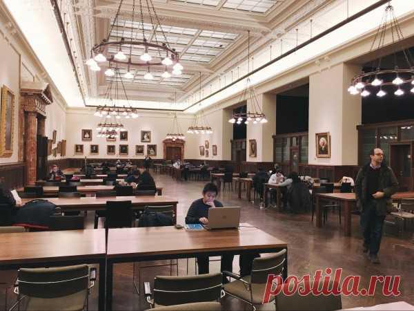 Фотообзор Нью-йоркской публичной библиотеки | Есть еще вот такой зал поменьше, с картинами известных людей на стенах.