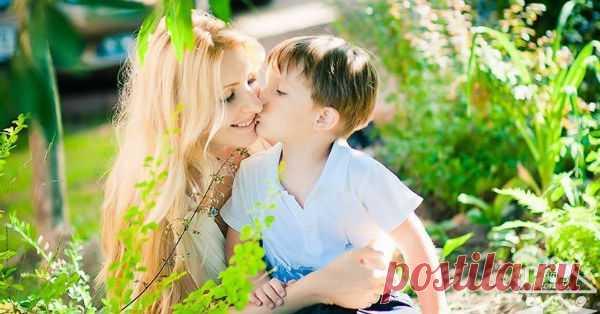 24 правила для мам мальчиков! 1. Научите своего сына выражать словами то, что он чувствует. Малыш может кричать от отчаяния, прятаться от смущения, кусаться от волнения и плакать от страха. Объясните ему, что это эмоции, …