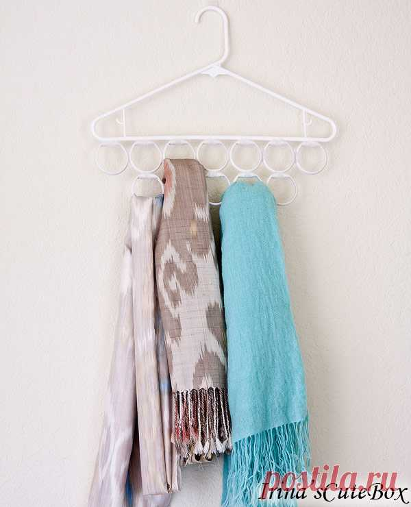 La percha para el almacenaje de las bufandas