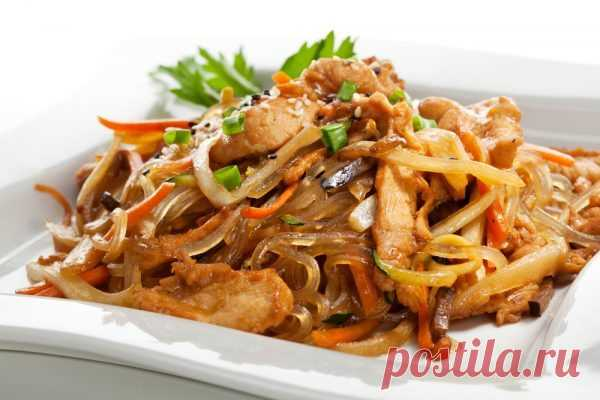 Wok Gemüse mit Reisnudeln und Fleisch | Wok Gerichte | Foodtempel