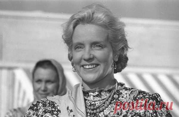 Марина Ладынина. Советская актриса театра и кино Марина Алексеевна Ладынина родилась (11) 24 июня 1908 года в селе Скотинино Смоленской губернии.