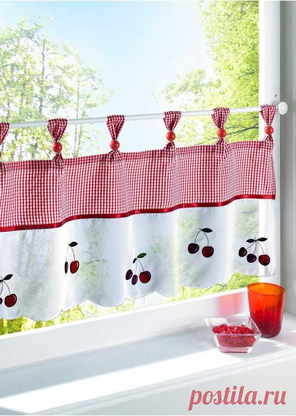 Короткая штора с вишнями напомнила про лето...