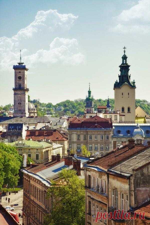 В этом городе сохранено около 2500 памятников истории и архитектуры. Кроме того, с 1998 года он внесен в мировое наследие ЮНЕСКО. Львов, Украина