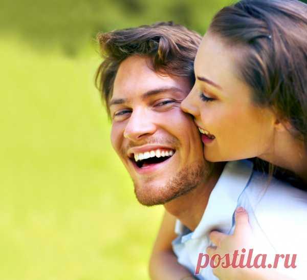5 признаков того, что ваш парень любит вас!