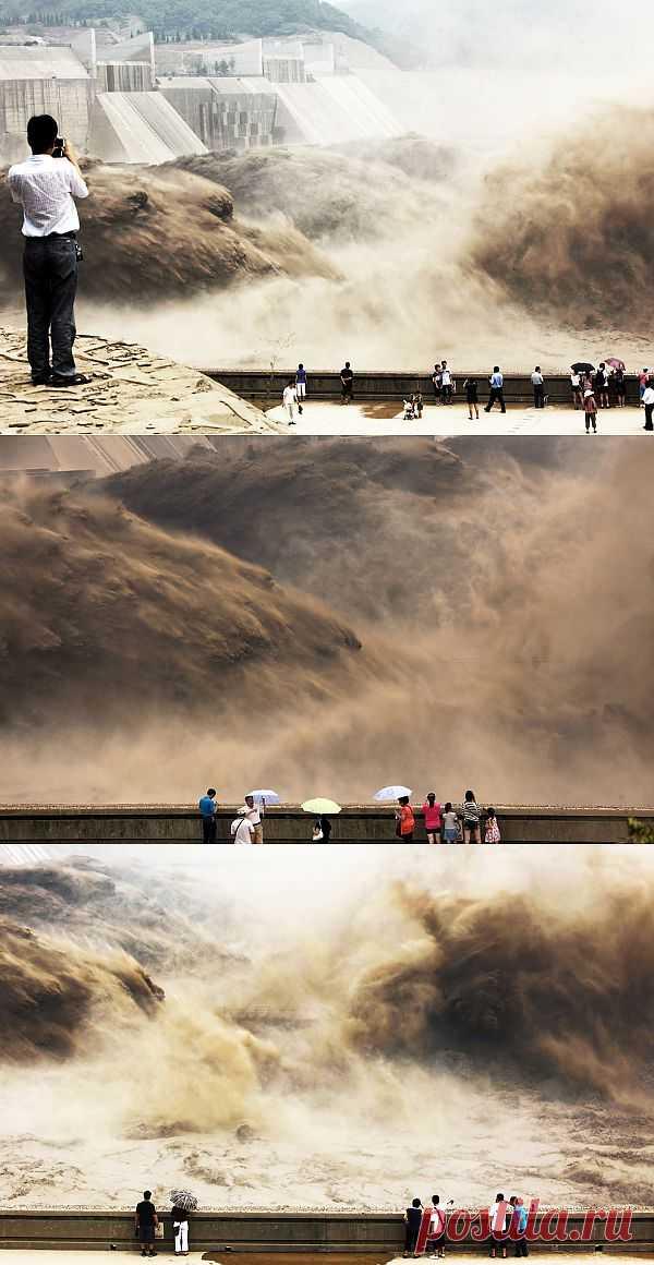 Открытие дамбы на реке Хуанхэ