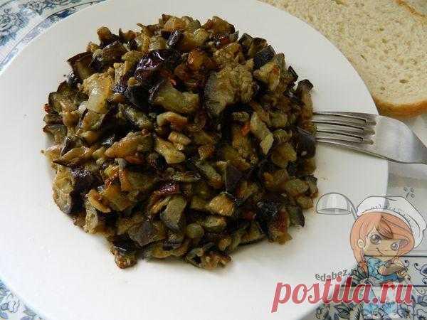 Вкусные жареные баклажаны — простой классный рецепт по шагам с фото Жареные баклажаны по этому рецепту очень вкусны и в горячем виде, и после того как остынут. А если приготовите много и останется на следующий день, попробуйте перемешать с вареным яйцом и заправить небольшим количеством сметаны или майонеза. Получится новый салатик.