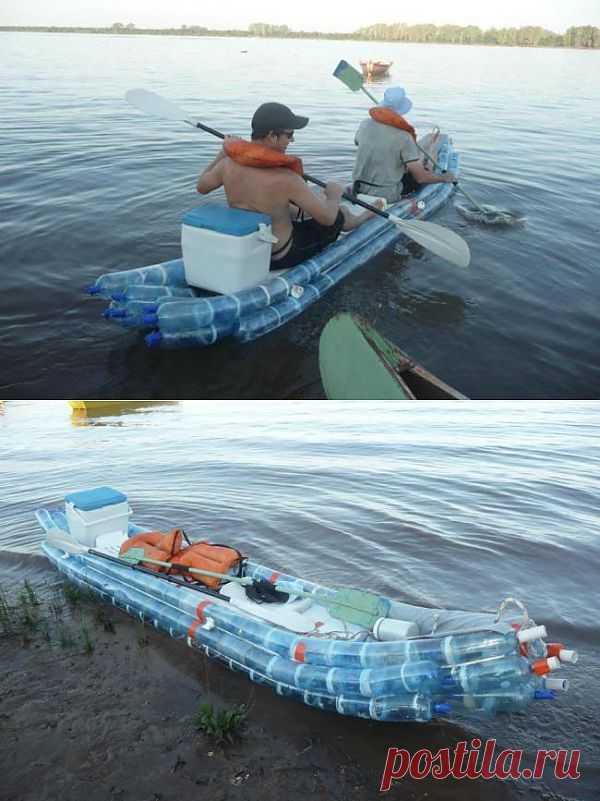 Лодка из пластиковых бутылок.