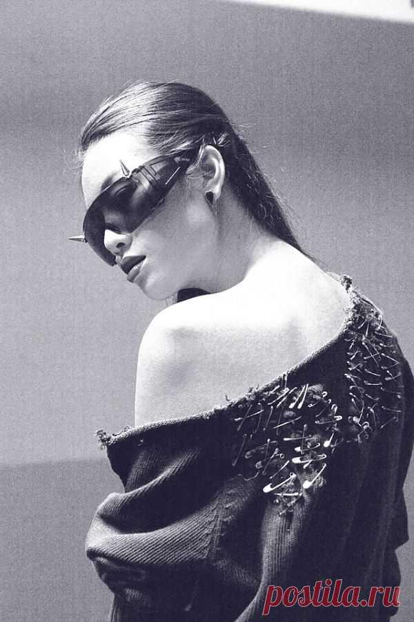 Шипастые очки и булавочный свитер / Декор очков / Модный сайт о стильной переделке одежды и интерьера