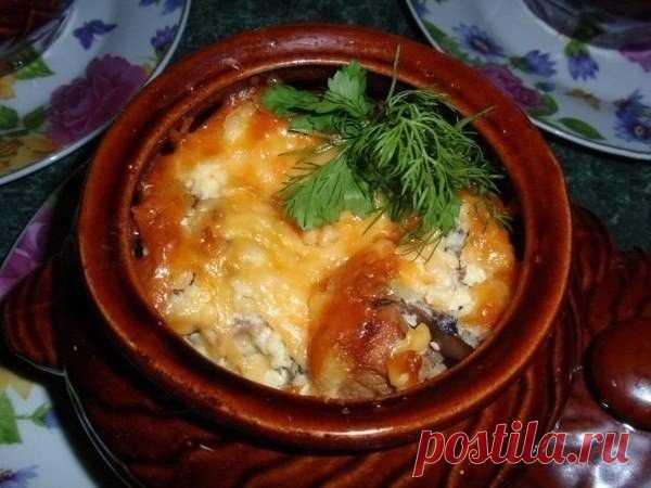 Сегодня ужин будет удивительным: Мясо в горшочке под сырной шапочкой