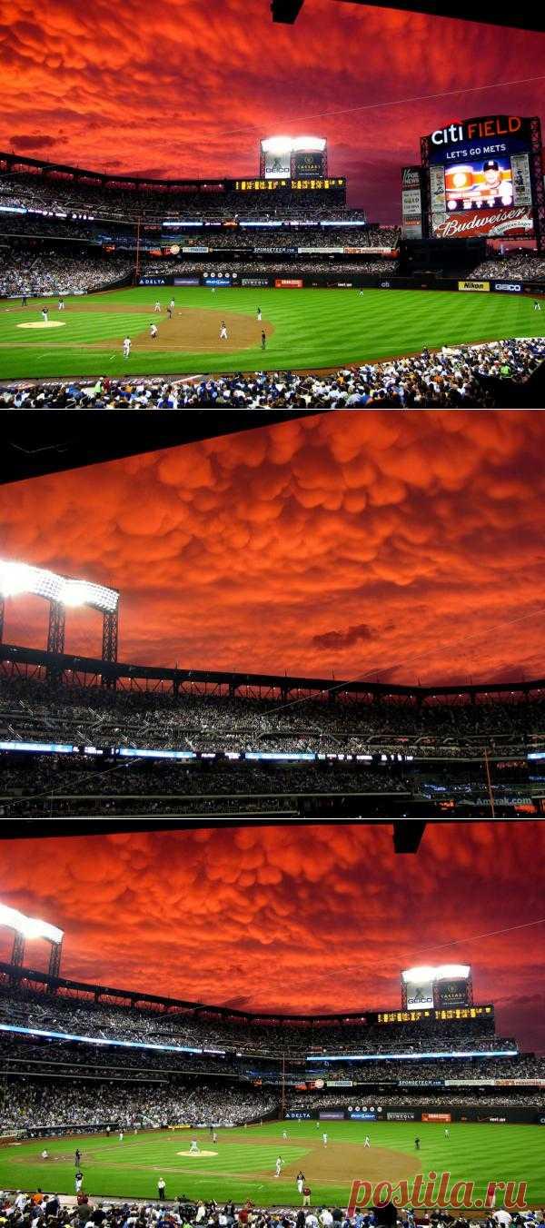 Дьявольские облака над бейсбольным стадионом
