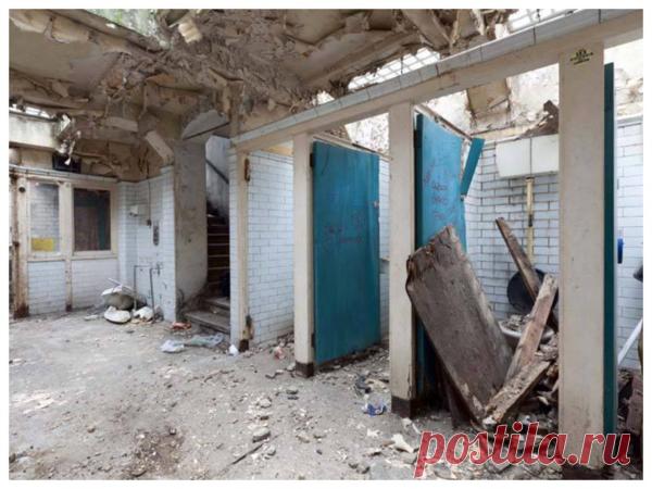 Женщина превратила заброшенный общественный туалет в роскошную квартиру своей мечты