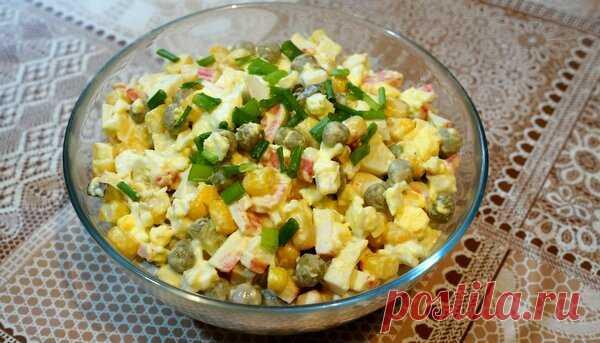 Очень вкусный салат из крабовых палочек.