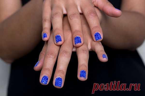 Статья о идеальном маникюре с наклейками для ногтей