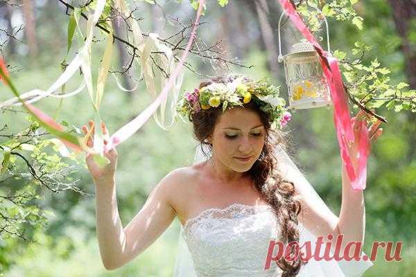 В тренде: косы в свадебных прическах - WeddyWood
