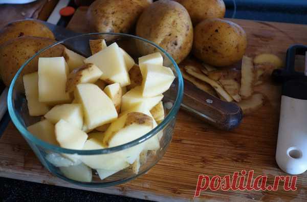Лучший картофель в духовке, который вы когда-либо пробовали В сложных блюдах всегда есть некая основа, вокруг которой уже расставляются вкусовые акценты. По идее, на тарелке с жареной говядиной, йоркширским пудингом и картофелем главная роль должна быть у ростбифа...