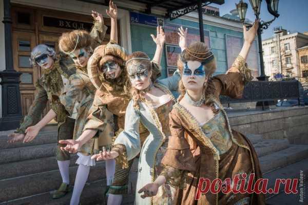 Французский  карнавал-3  женской  модели, граф и    шут.