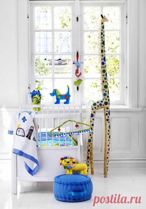 Забавная детская комната в сине-желтых тонах