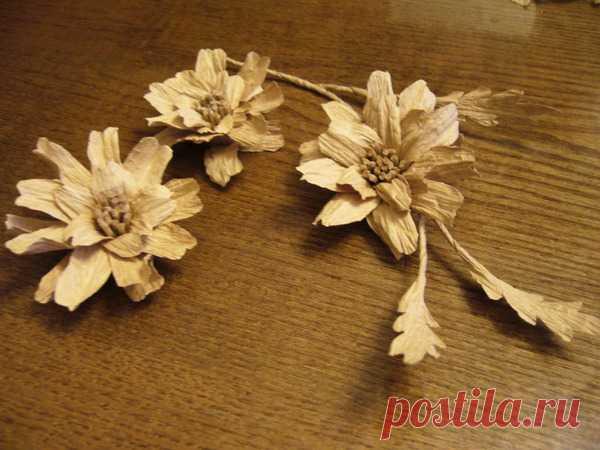Las flores del bramante de papel