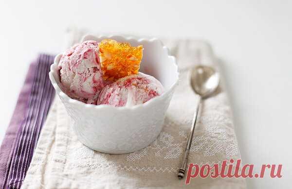 Сливочно-смородиновое мороженое с грильяжем - Чадейка