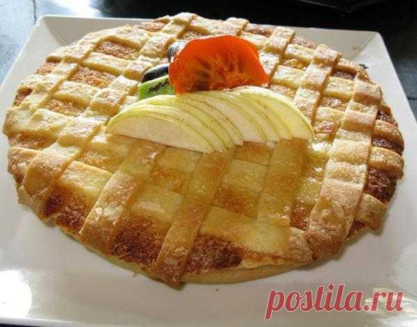 Пирог из песочного теста с яблоками.