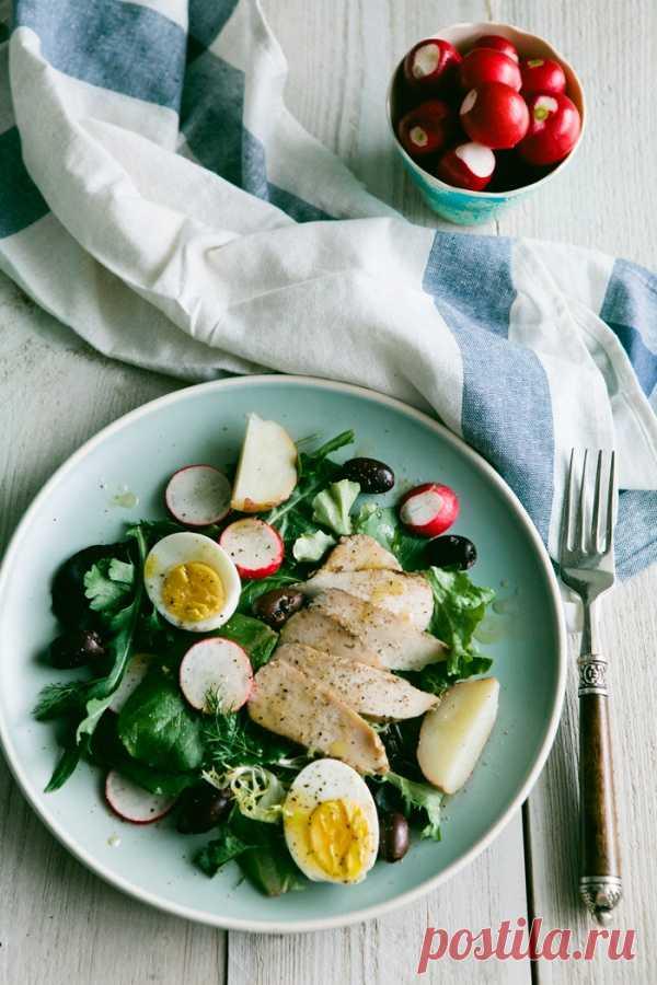 Зеленый салат с курицей.