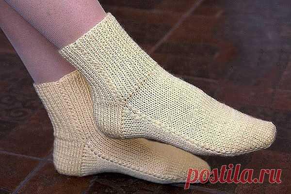 Носки на двух спицах без шва. Простой способ вязания.