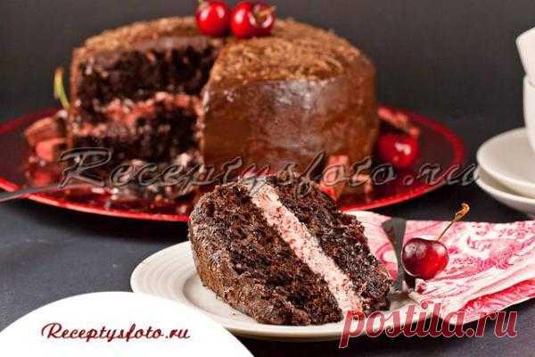 Шоколадный торт с вишнями и бренди.