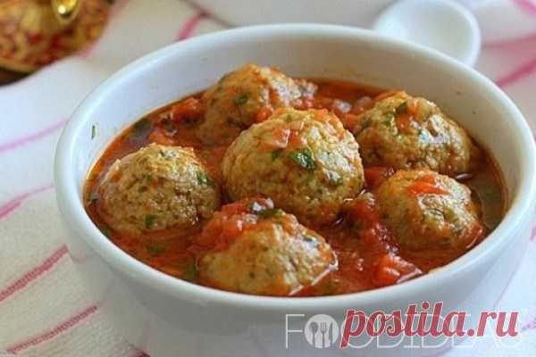 Куриные тефтели в томатном соусе Самый лучший рецепт приготовления куриных тефтелей в томатном соусе. Такое блюдо прекрасно подойдет и для семейного обеда и для праздничного стола, тефтели получатся сочными и ароматными.  Ингредиенты…