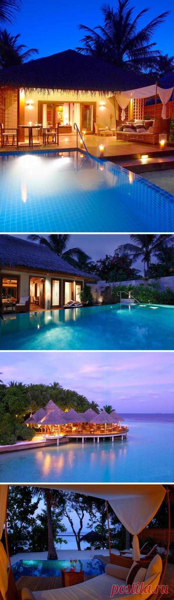 Baros – изысканный отель на Мальдивах, привлекающий безупречной элегантностью. Комфортабельные номера, кухня высочайшего качества, спа-салон мирового уровня, а главное – девственная тропическая природа.