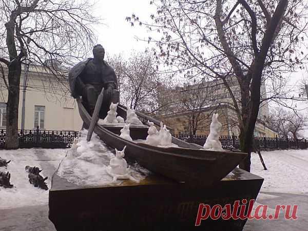 А между тем на улицах Москвы... / Городская среда (граффити, снеговики, ets) / Модный сайт о стильной переделке одежды и интерьера