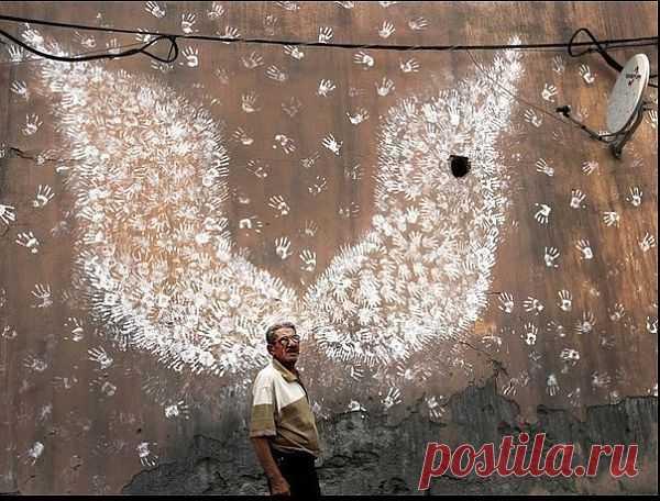 Крылья из ладошек / Городская среда (граффити, снеговики, ets) / Модный сайт о стильной переделке одежды и интерьера