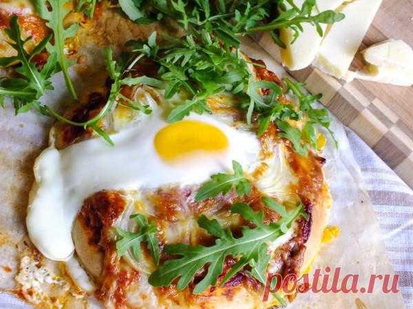 Мини-пицца на завтрак из цельнозерновой муки и идеальное хрустящее и полезное тесто!