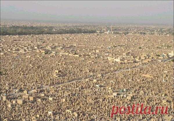 Вади-эль-Салама - самое большое кладбище в мире