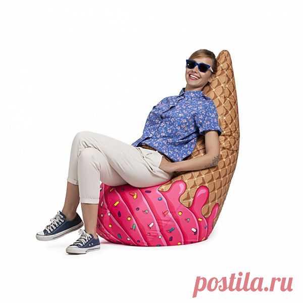 Не играйте с едой! Подборка пуфиков  на тему еды — пирожные, мороженое, гамбургеры и картофель фри. Продаются в России, кстати.