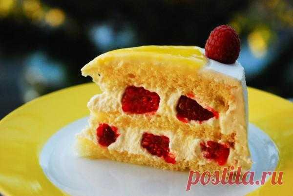 Летний торт с лимоном и малиной.
