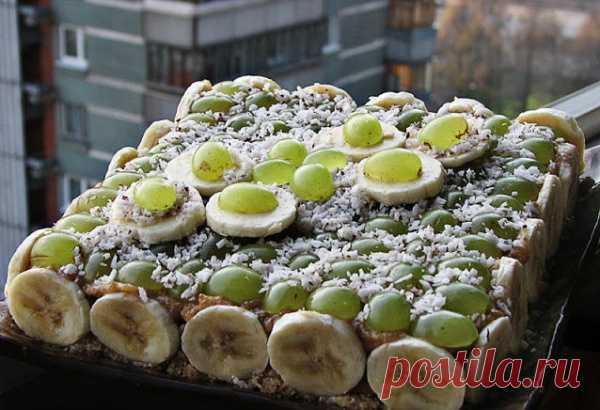 Банано-виноградно-кокосовый торт. (Рецепт по клику на картинку).