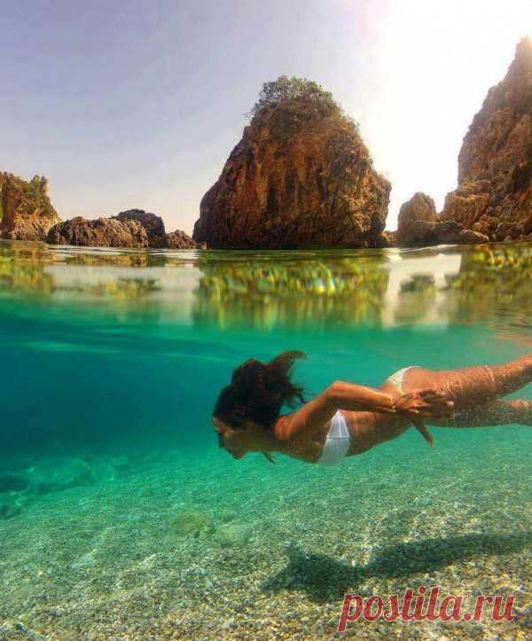 ¿Con interés, allí realmente tal agua pura? La isla Corfú, Grecia