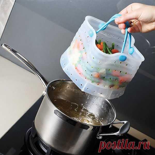 Корзинка для варки овощей. Интересная находка - воду сливать не нужно, она сама выливается через дырочки. $25 USD