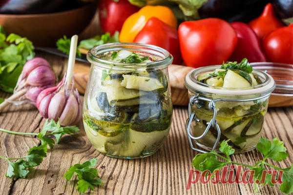 Салат из жареных кабачков с чесноком и зеленью на зиму