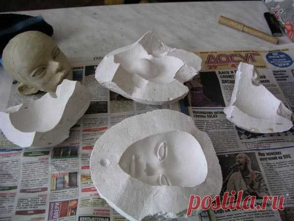 Master class in production of a plaster mold for casting of the doll