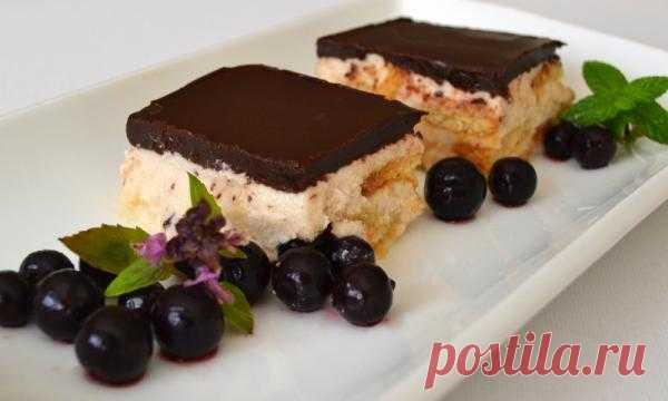 Творожный торт с ванильным пудингом и шоколадом.
